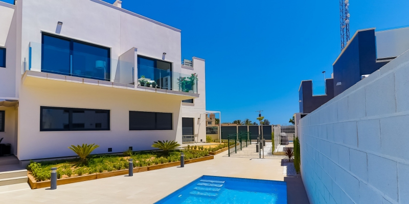 Modern 2 bedroom top floor apartment in Punta Prima