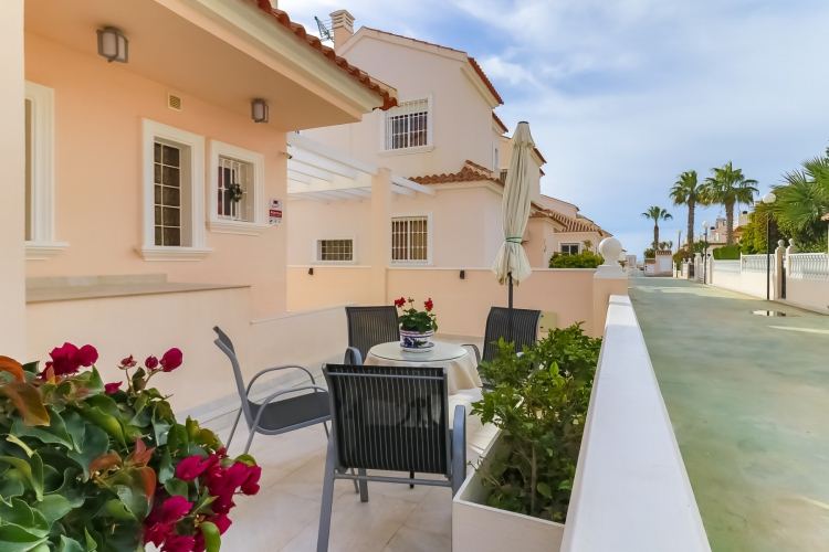 Resale - Villa / Semi detached - Torrevieja  - Torre del Moro