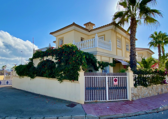 Villa / Semi detached - Resale - Torrevieja  - Torre del Moro
